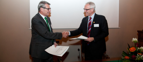 The Norwegian Academy of Science and Letters and Statoil signed on November 19 a new 5-year agreement that provides VISTA with 20 million per year from 2014.  The agreement was signed by B�rd Krokan, Vice President, Statoil and the Secretary General of the Academy, �ivind Andersen(left).
